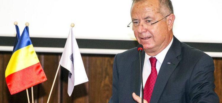 D-nule ministru Pavel Năstase, și d-voastră schimbați Educația peste noapte, ca hoții?