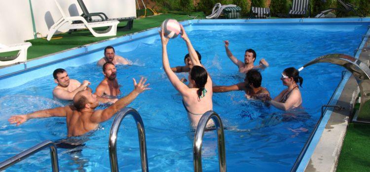 Care-i treaba cu fotografia în piscină. Cu excelența, cu schimbarea României și cu USR
