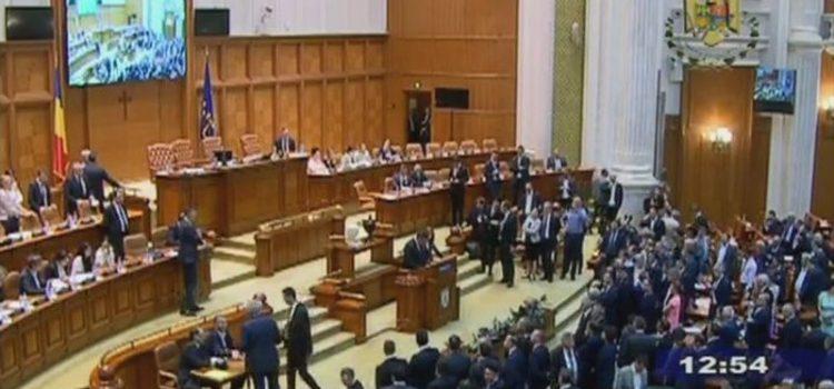 PSD și ALDE nu mai au legitimitate să conducă țara (Declarația USR la moțiunea de cenzură)