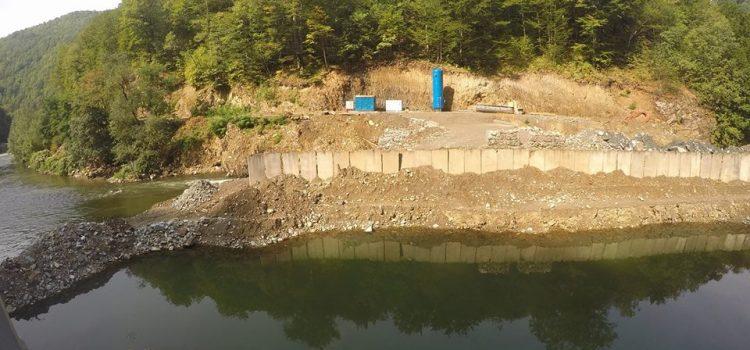 Premierul Tudose a promis că va trimite Corpul de Control în Parcul Național Valea Jiului. Excavatoarele și buldozerele i-au luat-o înainte